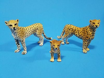 Schleich lot of 3 Cheetah , nice figures!