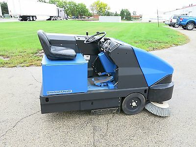 American Lincoln 6150 Ride On Electric Sweeper New Batteries 197 Hours Nice