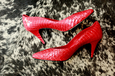 Vintage 7M Red Vermilion faux Snake Scalloped Edge Impo Pumps 3in heel