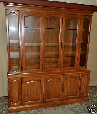 DAVIS OLD WORLD CHINA CABINET Mahogany Hutch #1253 VINTAGE