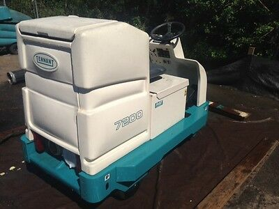 Tennant 7200 Rider Floor Scrubber Re-Manufactured - FREE SHIPPING