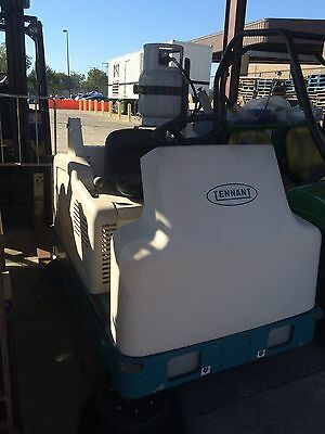 Tennant 6200 Rider Sweeper LP  Re-Conditioned - FREE SHIP *Low hours! 89 Hours