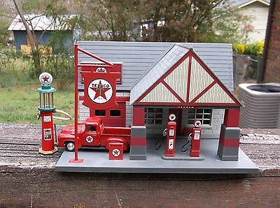 Golden Wheels 1:32 Scale Texaco Service Station With Diecast Truck & Visble Pump