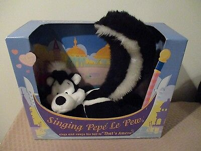 In Box Warner Bros Singing Pepe Le Pew Skunk plush toy That's Amore