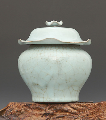 Chinese ancient azure glaze porcelain carving Finely grain of Cover pot