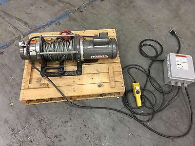 Columbia 1.0-HP 3700lb Winch 115v with Snatch Block Columbia WG3700-1A17-L-02 AC