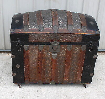 1870 1880s LARGE VICTORIAN ERA DOME OR CAMEL TOP  STORAGE TRUNK