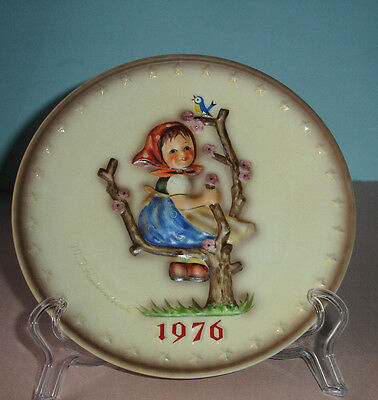 Goebel Hummel 6th Annual Plate 1976 Apple Tree Girl #269 Tarrytown Archive