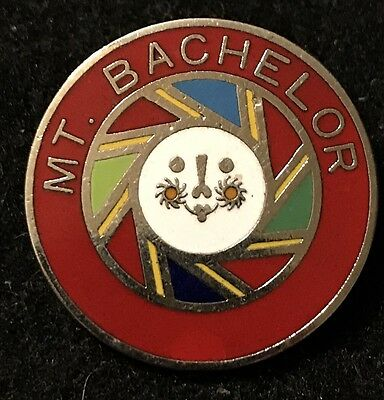 MT BACHELOR Skiing Ski Pin Badge Bend OREGON OR Souvenir Travel Resort