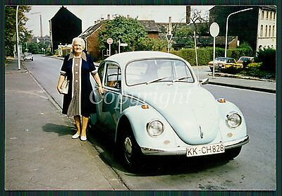 Foto Frau am Oldtimer VW Käfer VW Beetle CAR Vintage Photo 70s
