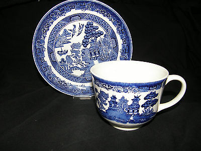 4 Cups & Saucer Sets in Willow Blue England, Earthenware by Johnson Brothers
