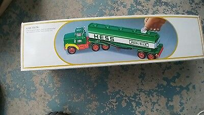 Hess toy truck bank tanker 1980s mib