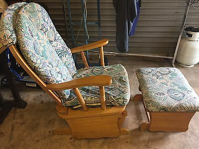 Baby Nursery Rocking Chair with Rocking Foot Stool (P/U 2111)