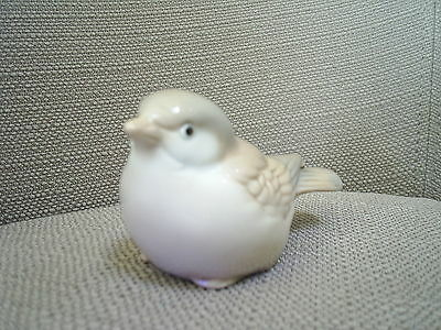 Small tan and white realistic ceramic bird figurine ~~ EC