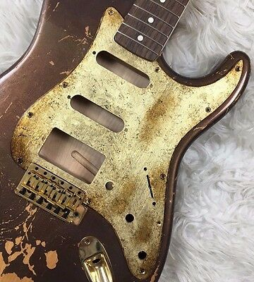 Pickguard Fender Stratocaster style GOLD LEAF oro aged RELIC HSS battipenna