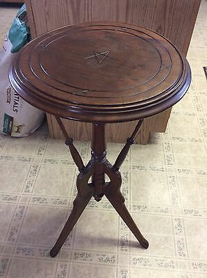 Antique Eastlake Victorian Walnut Mahogany Candle Plant Lamp Stand Table Carved