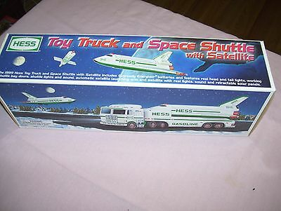 1999 Hess Toy Truck & Space Shuttle with Satelite in Box Never played with NIB