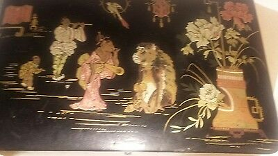 Great vintage Chinese Japanese lacquered  box great  picture  wirh signature