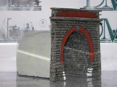 P16 D.M. HO portale FS 1 track with stones embossed With wall internal