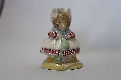 Royal Albert Beatrix Potter The Old Women who lived in the Shoe Knitting BP6a