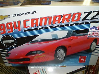 AMT 1994 Chevy Camaro Z28 Convertible 1/20 scale plastic model car kit new 1030