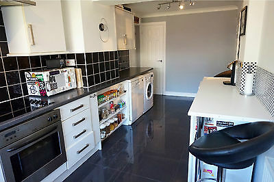 4/5 bed imposing detached house in Dunstable, Bedfordshire, double garage