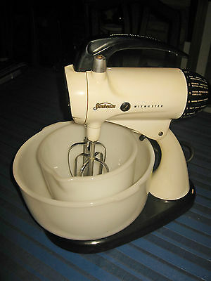 A SUNBEAM MIXMASTER : CLASSIC 1960s MODEL 12