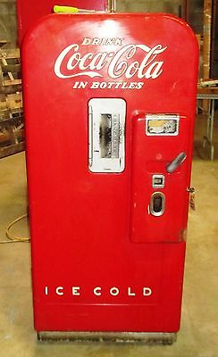 Coke Machine Vendo 39 in good working order.