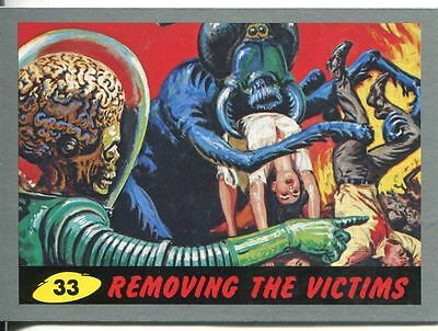 Mars Attacks Heritage Silver Parallel Base Card #33    Removing the Victims