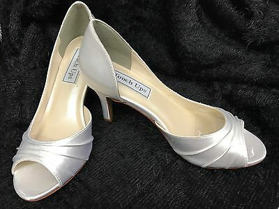 """Nadia Touch ups white satin bridal shoe with a 2.5"""" heel size 7"""