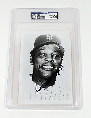 Willie Mays Signed 5 x 7 B & W Photo Mets PSA/DNA Auto Slabbed