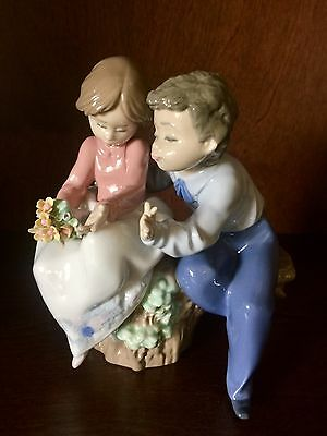 "Lladro ""Just A Little Kiss"" Boy & Girl with Flowers Porcelain Figurine 5701"