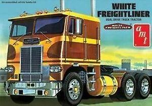AMT Model Kit - White Freightliner Dual Drive Tractor Cab -1:25 Scale - AMT620R