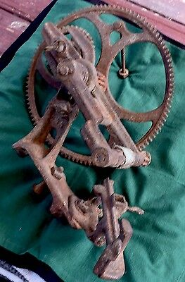 ANTIQUE INDUSTRIAL WHEEL Large Old Vintage Iron Metal Gear Plano Mfg Co