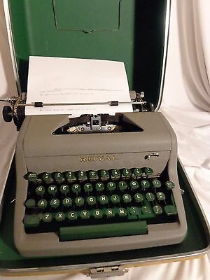 Vintage Gray Royal Portable Companion Typewriter with Tweed Case Tested 100%