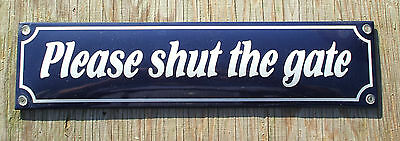 ENAMEL 'PLEASE SHUT THE GATE' SIGN. WHITE TEXT ON A BLUE BACKGROUND. 33x8cm.