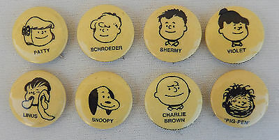 8 Vintage Peanuts Pin Back Buttons, Charlie Brown, Lucy, Snoopy, United Features