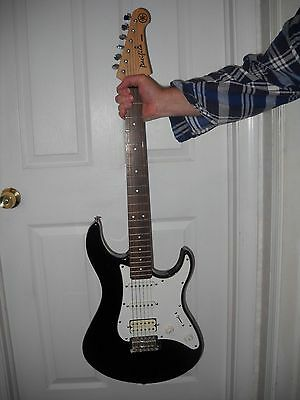Yamaha Pacifica PAC012 Electric Guitar 6 String Black - WORKS GREAT