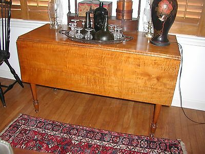 !800's COUNTRY Tiger Maple drop leaf, dining table - Pennsylvania  Primitive
