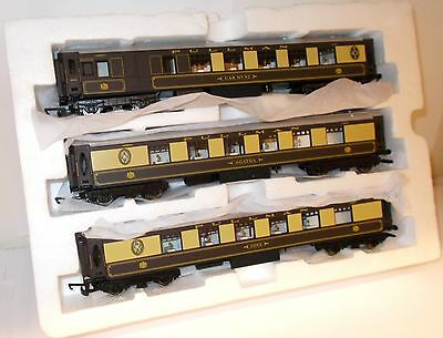Hornby - Pullman Coaches x 3 (Ex Set) New in Polystyrene Tray - (00)