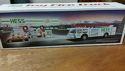 Hess Toy Fire Truck 1989 NIB