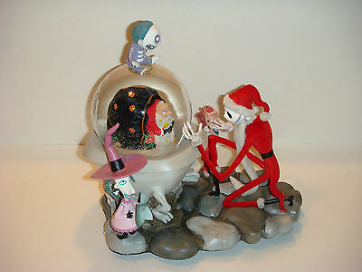"Disney's Nightmare Before Christmas ""Jack captures Santa"" Snowglobe"