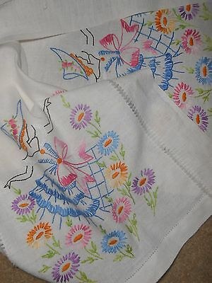 VINTAGE~EMBROIDERED LINEN TABLE RUNNER SCARF~GIRL BONNET DANCING DAISIES~16x35