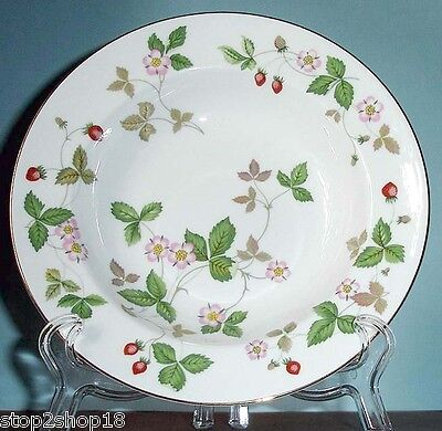 """Wedgwood Wild Strawberry Rim Soup Bowl Made in UK 8"""" New"""