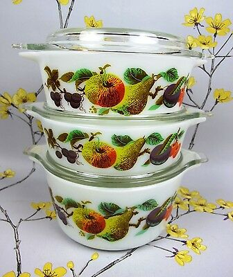 Vintage JAJ Pyrex set of 3 graduated casseroles with lids. Garden Tuscany design