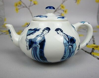 Vintage Franklin Mint for Victoria & Albert V & A Museum small KANGXI TEAPOT.