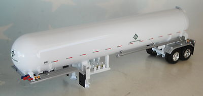 Dcp White Anhydrous Ammonia Tank Trailer Silver Fenders 1/64 Diecast 33562