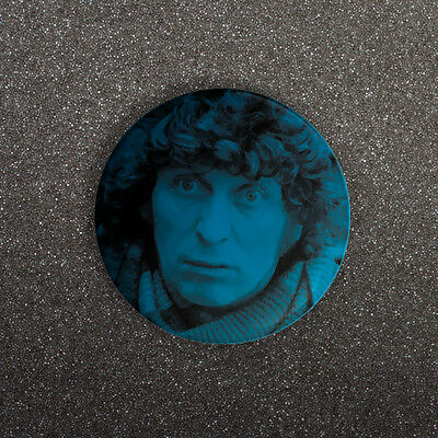 DOCTOR WHO - TOM BAKER PORTRAIT - SMALL 25mm BUTTON PIN BADGE