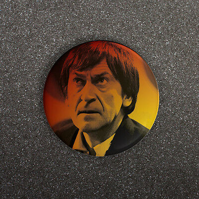 DOCTOR WHO - PATRICK TROUGHTON PORTRAIT - SMALL 25mm BUTTON PIN BADGE