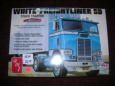 """AMT # 1004 """" White -Freightliner Sd """" 1/25 scale list $ 46.50 lot # 11136"""